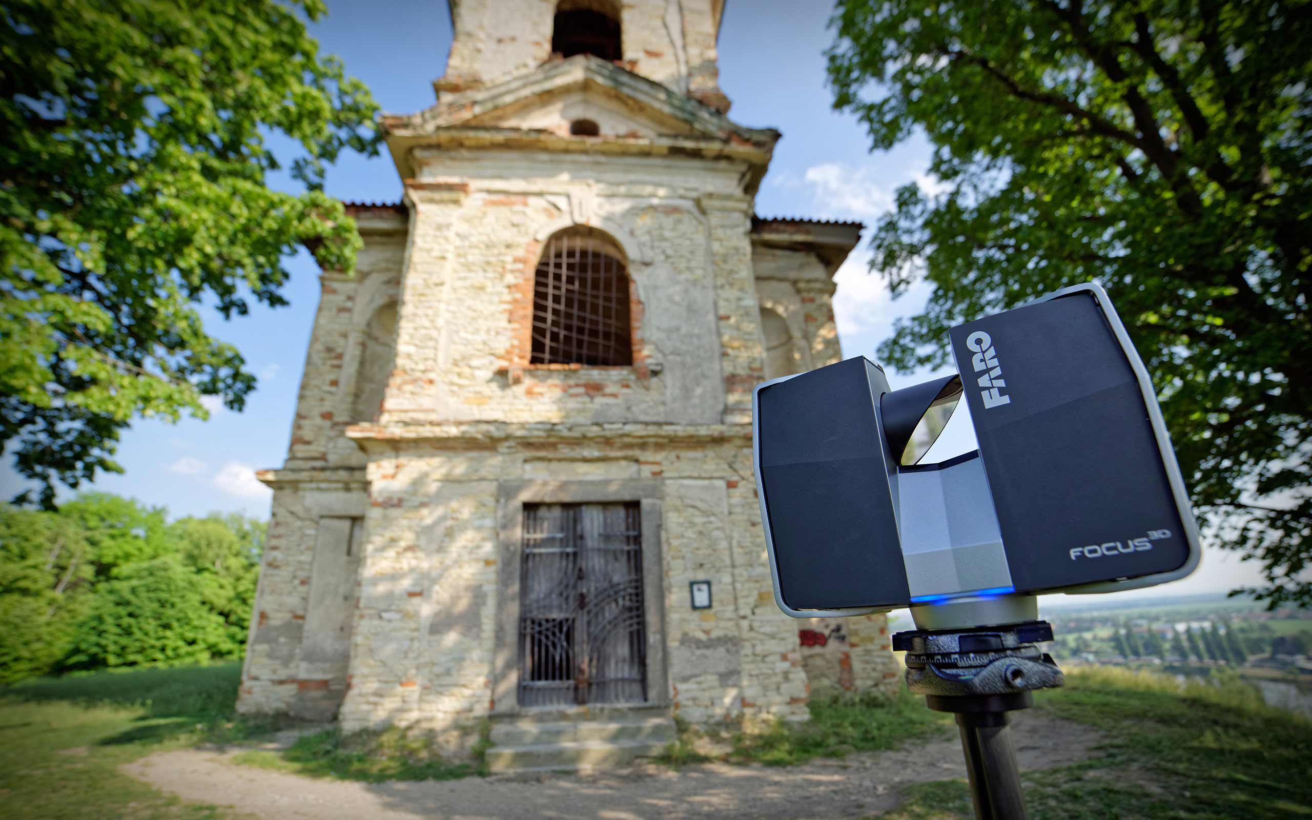 Faro Focus 3D scanner scanning church in Libechov